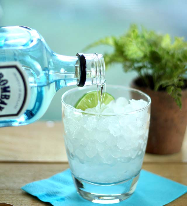 gin-pour